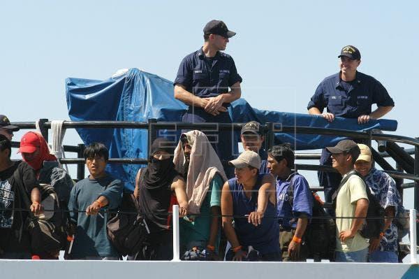 EU deportó 94 inmigrantes a RD tras detenerlos en operaciones en el Pasaje de Mona, franja marítima que separa la isla de La Española de PR.