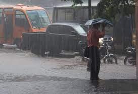 Esta noche y mañana siguen  los aguaceros,  tormentas eléctricas  y algunas ráfagas de viento en  las regiones nordeste, norte y la cordillera Central