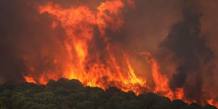 Cientos de evacuados por incendio en suroeste de España