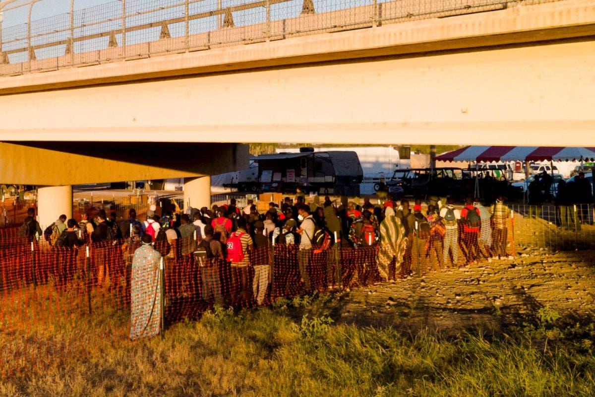 Grupos religiosos ayudan a migrantes en la frontera de EEUU