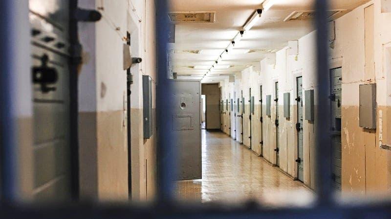 Prisión para acusado matar abuela y adolescente
