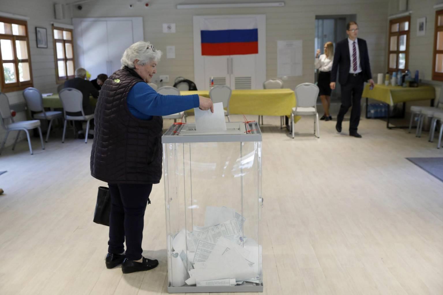 Denuncian irregularidades en elecciones parlamentarias rusas