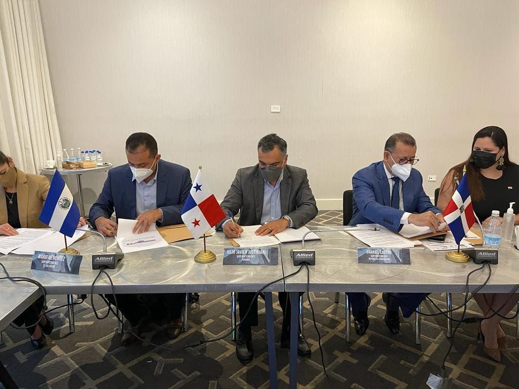 Firman acuerdo de cooperación entre superintendentes de valores de la región