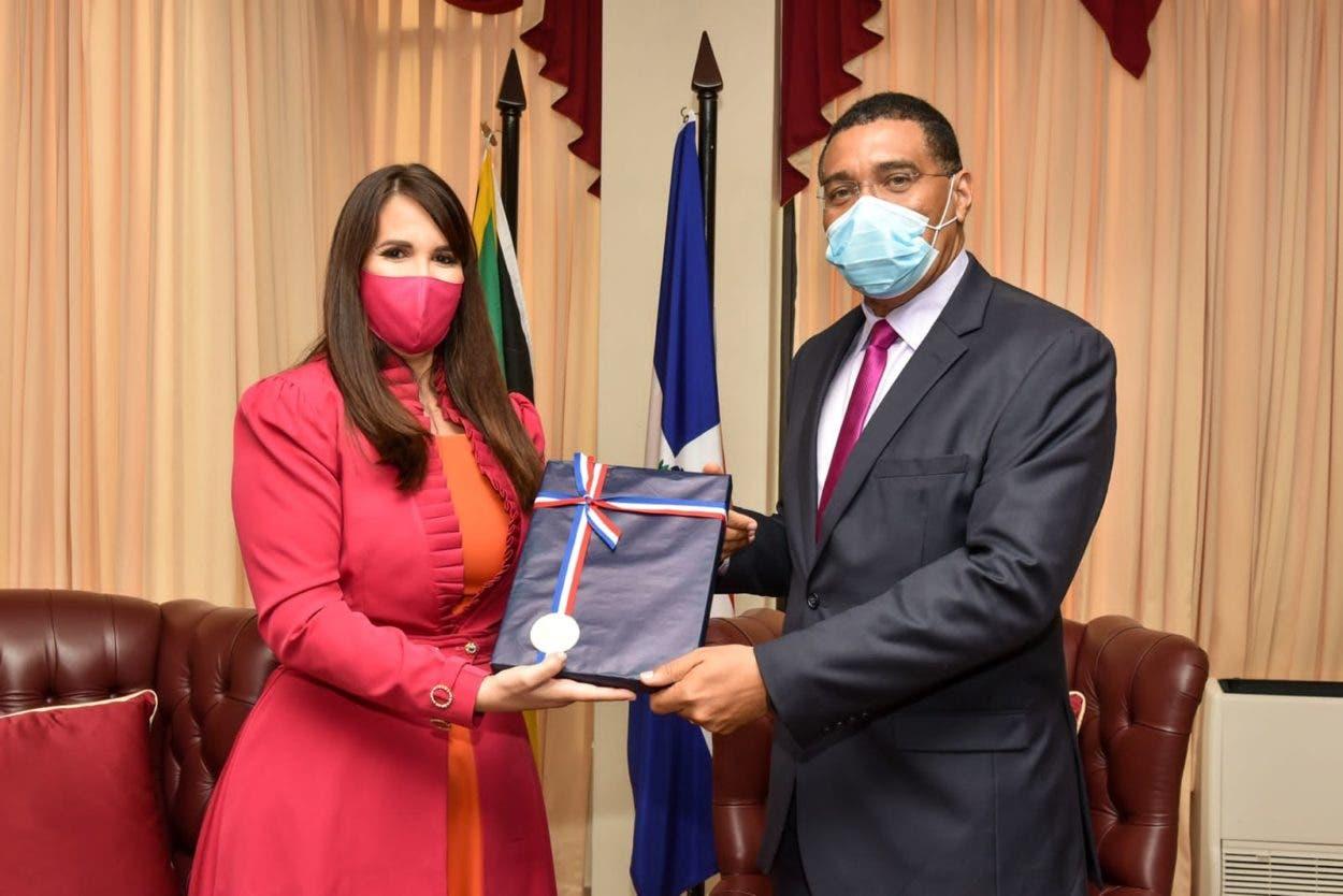 Embajadora Dominicana en Jamaica se reúne con primer ministro, Andrew Holness