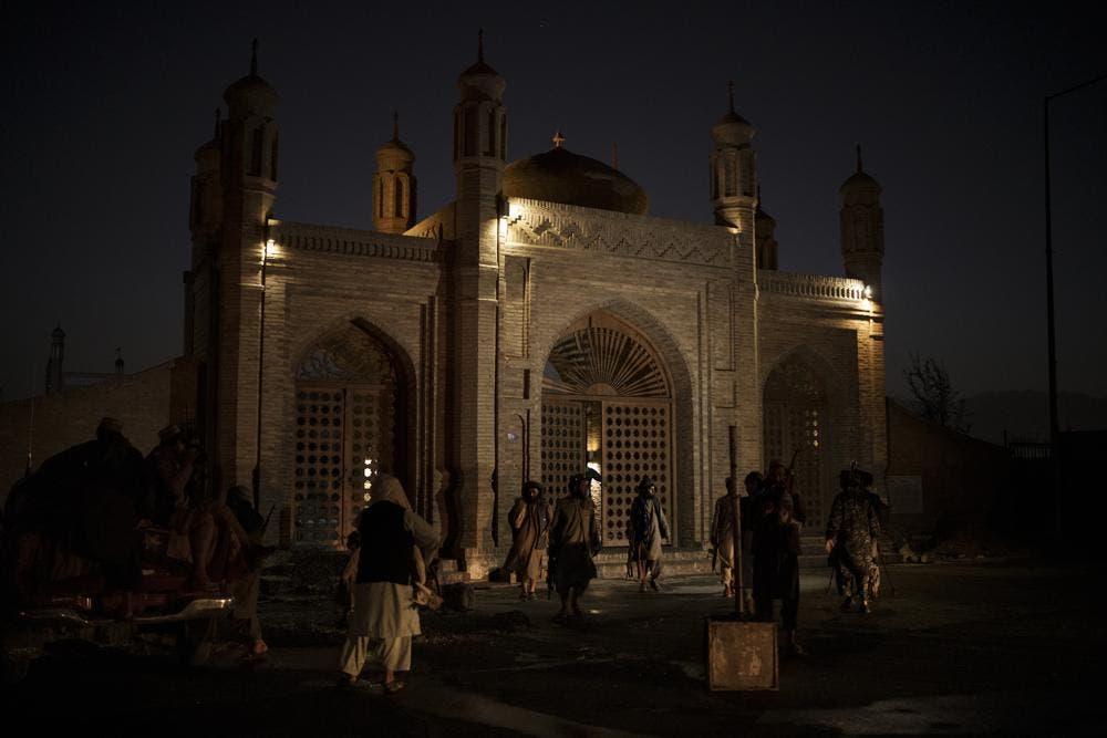 Bomba alcanza mezquita en Kabul, varios civiles muertos