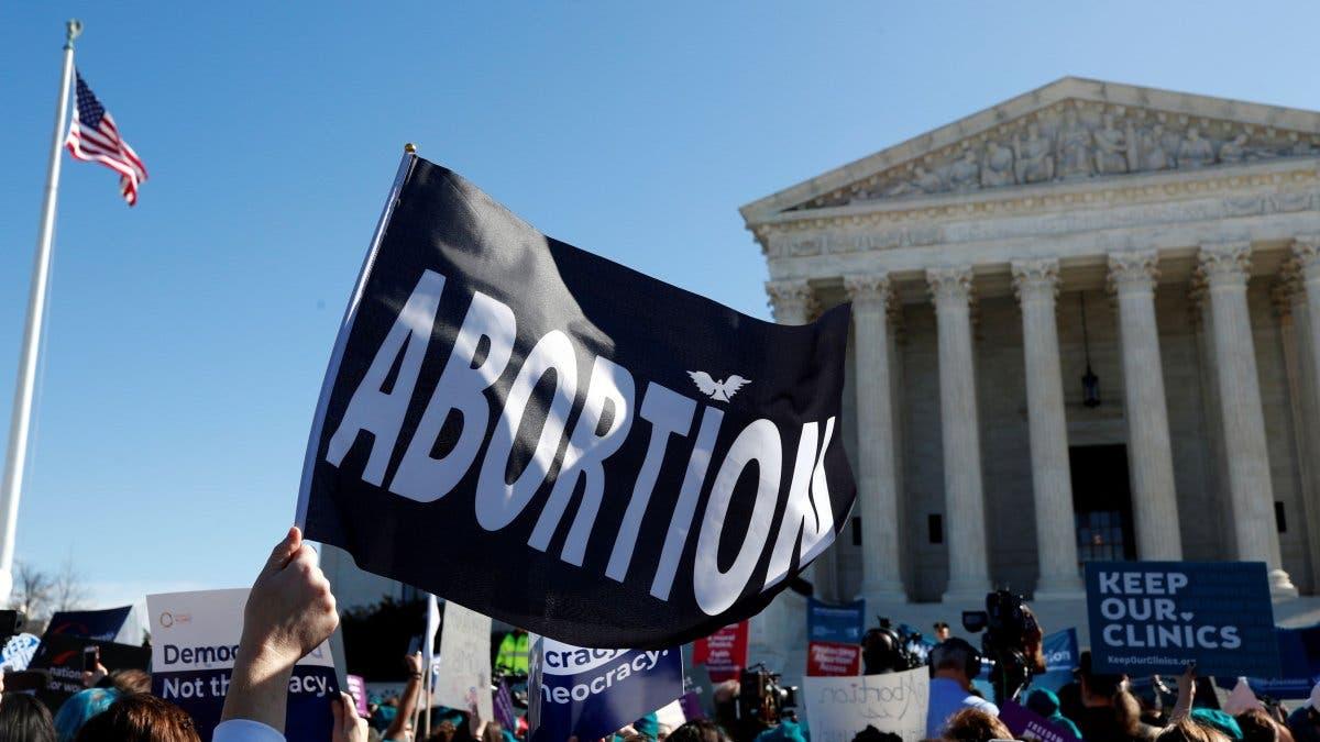 Piden a Corte Suprema suspender ley contra aborto de Texas