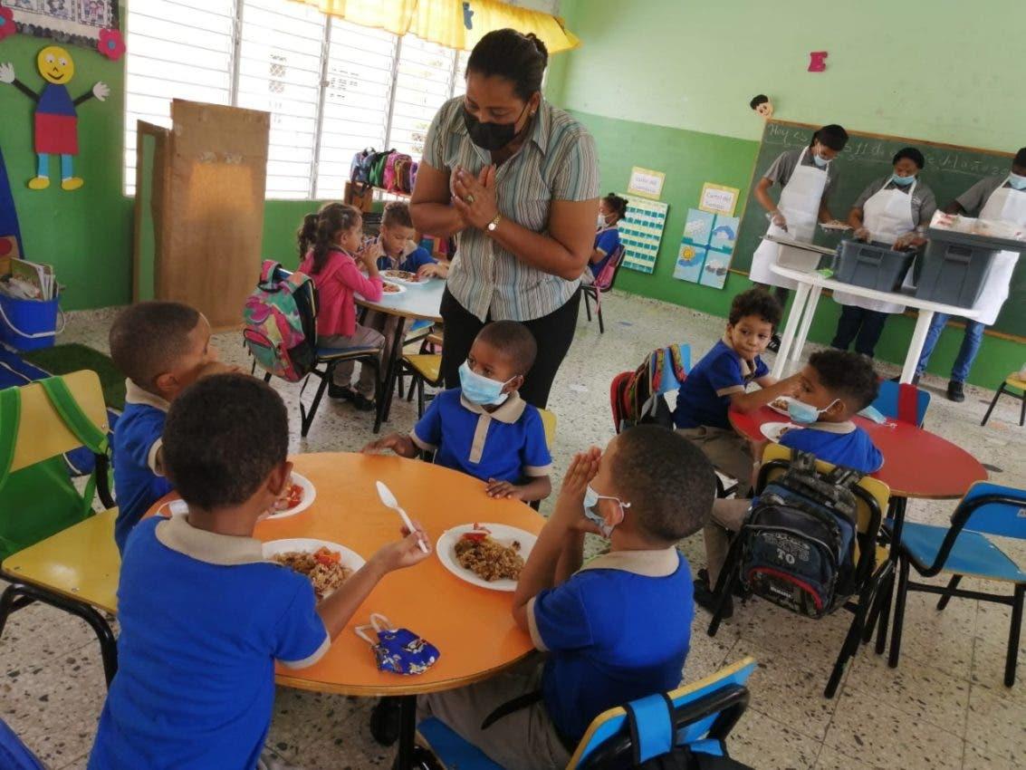 Un millón cien mil estudiantes recibieron almuerzo escolar