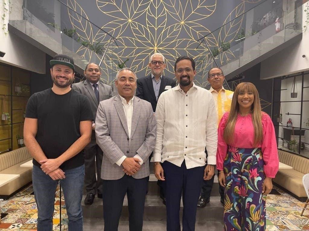 Comisión de ADOPAE sostiene encuentro con director ejecutivo de Innovación