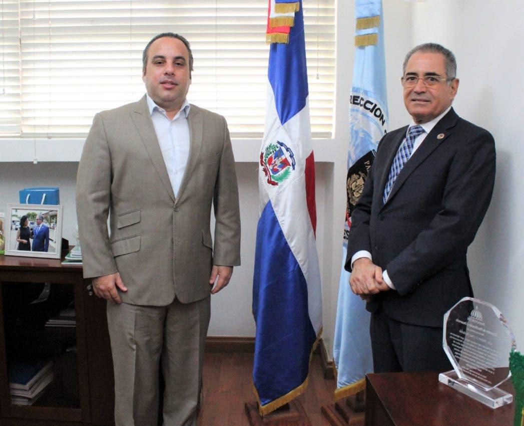 Embajador ante la OACI sostiene reunión de trabajo con el director Pasaportes