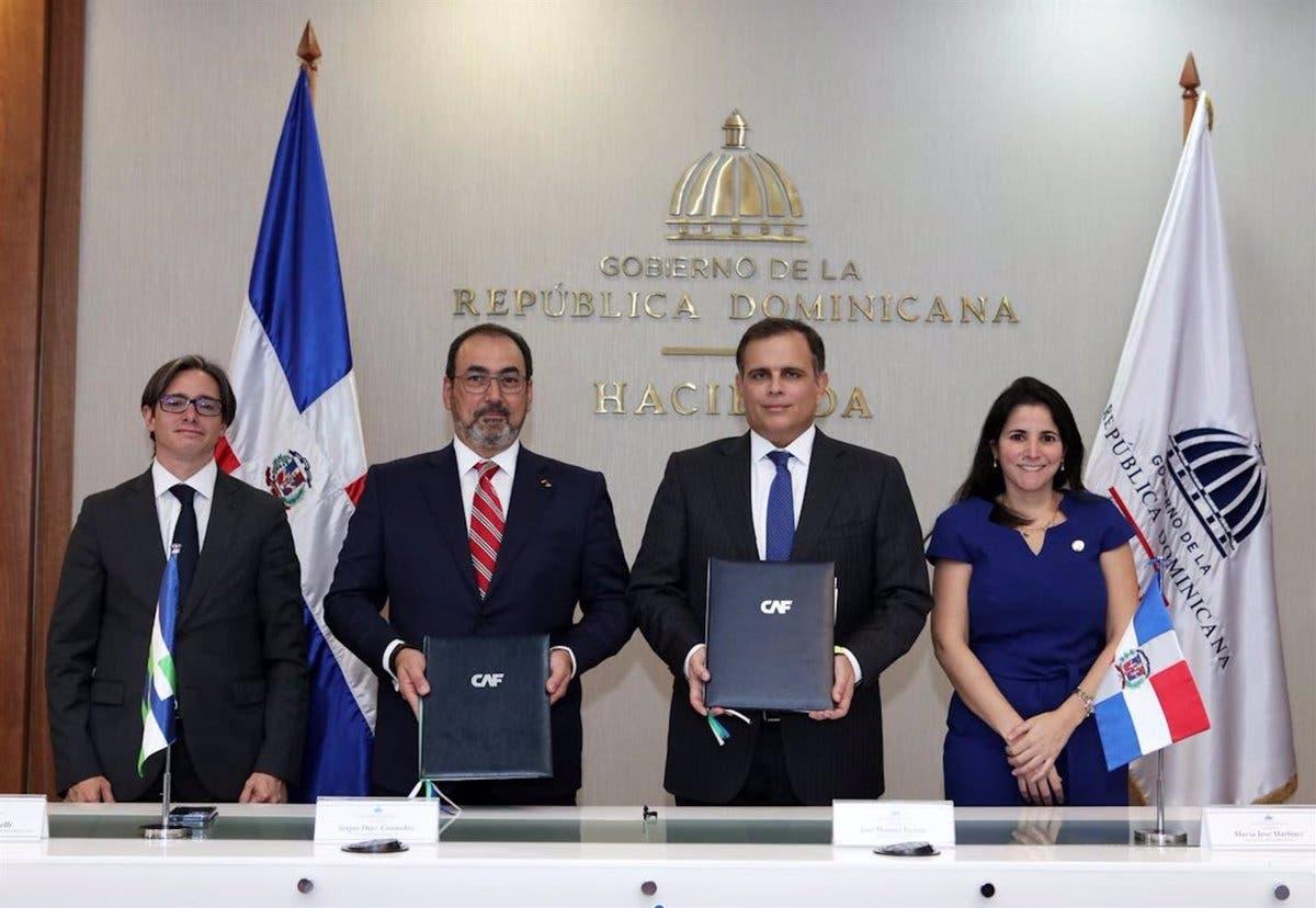 RD firma convenio para ser miembro pleno de la CAF