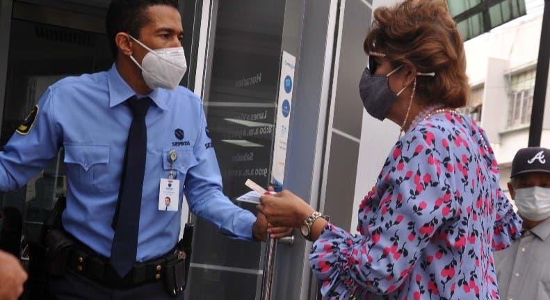 Piden pruebas vacunación negocios Santiago