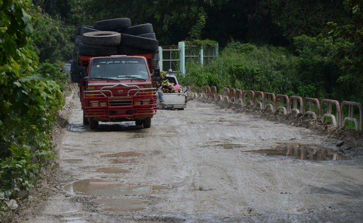 Abandono total en carretera de Haina