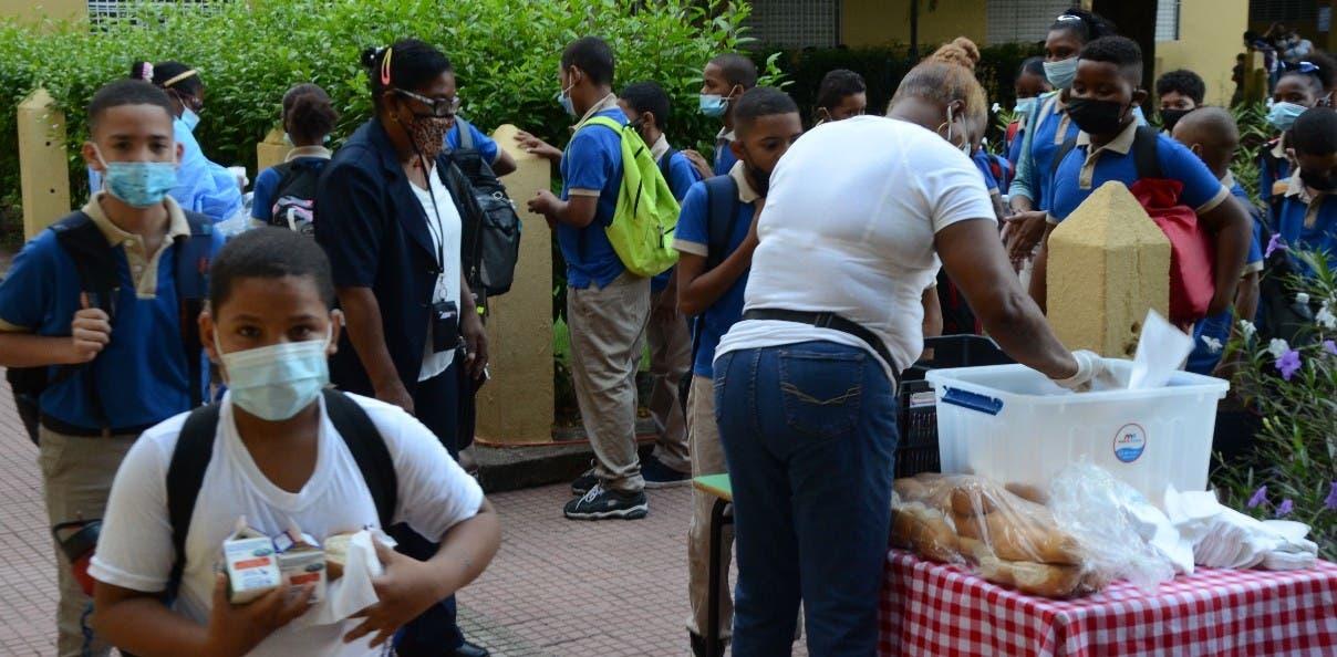 Reanudan desayuno en escuelas del país