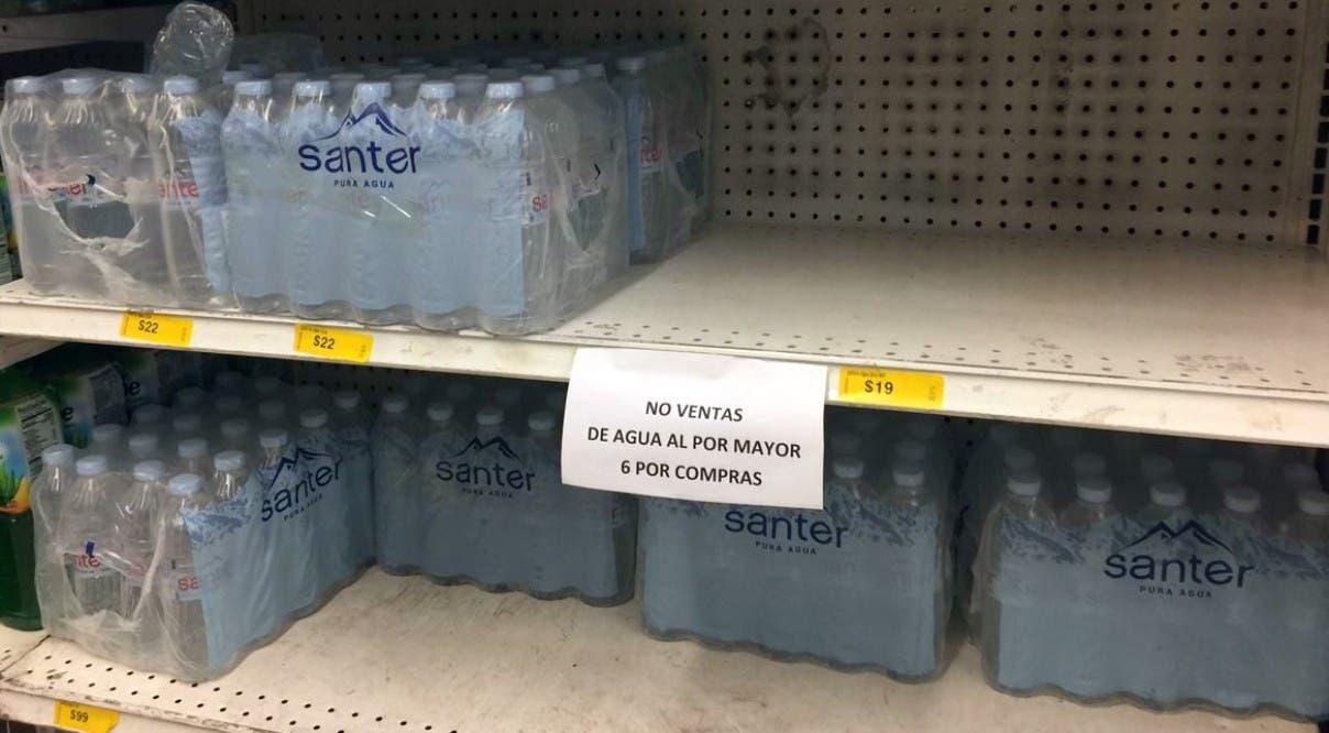 Racionan venta agua en botella y cervezas