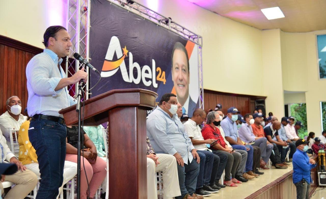 Abel Martínez deplora abandono a productores agrícolas de San Juan