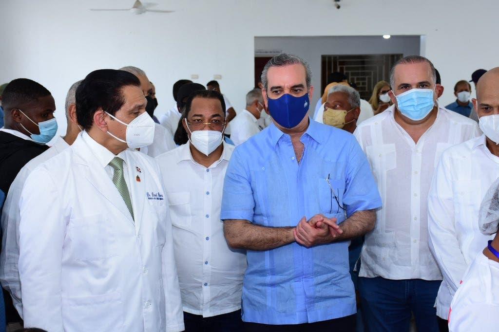 Citarían a Abinader y ministro SP por  vacuna obligatoria