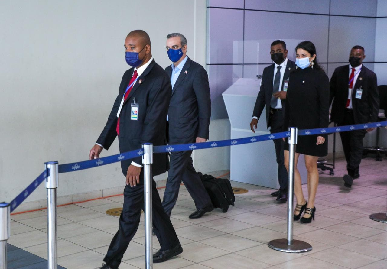 Abinader llega a Panamá, detalla agenda de trabajo