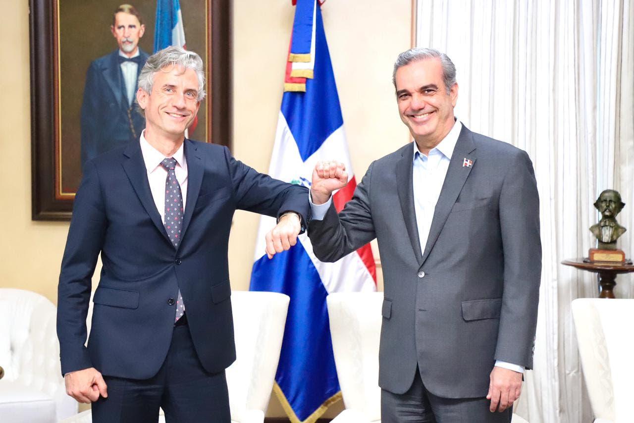 Abinader recibe al vicepresidente del Banco Mundial, Carlos Felipe Jaramillo