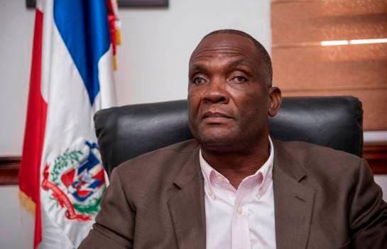 Alcalde Los Alcarrizos dice construirá  aceras