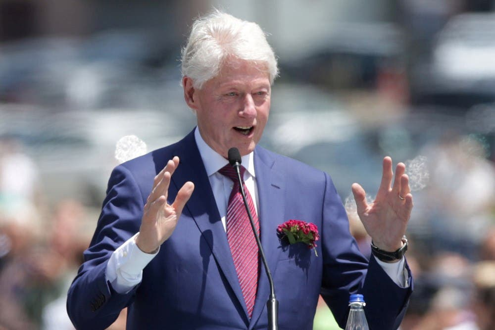 Bill Clinton está recuperándose en el hospital de una infección de orina