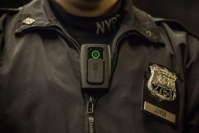 Aprueban el uso de cámaras de vídeo en los uniformes de la policía