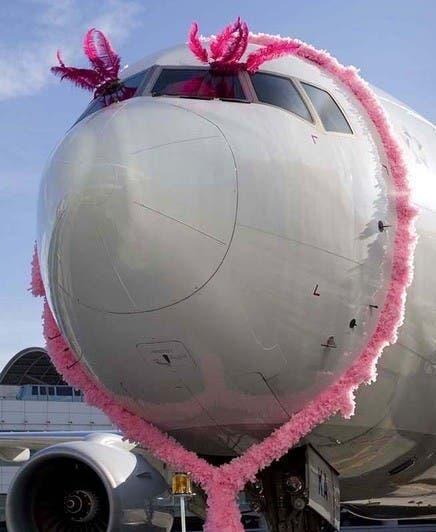 """Copa Airlines inaugura con un """"vuelo rosa"""" campaña contra el cáncer"""