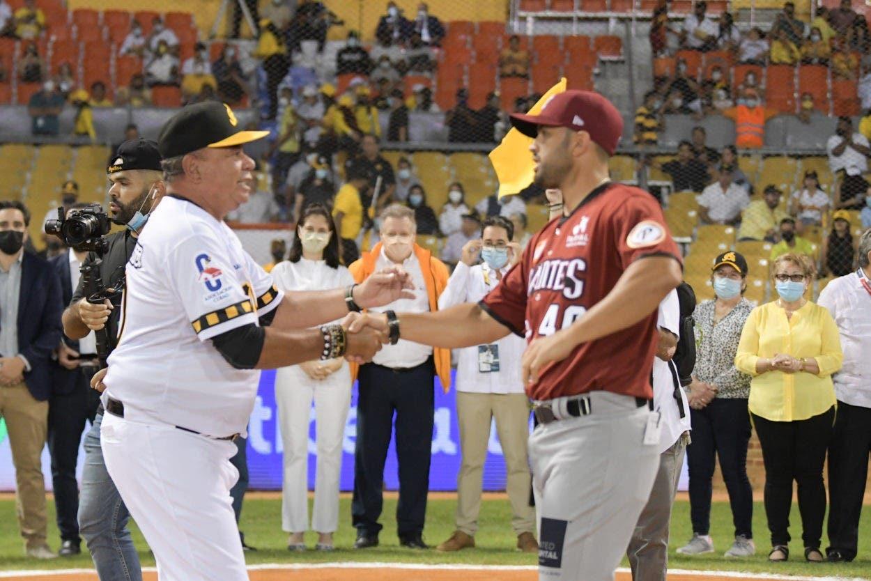 Emotiva ceremonia en Santiago en inicio oficial del béisbol RD