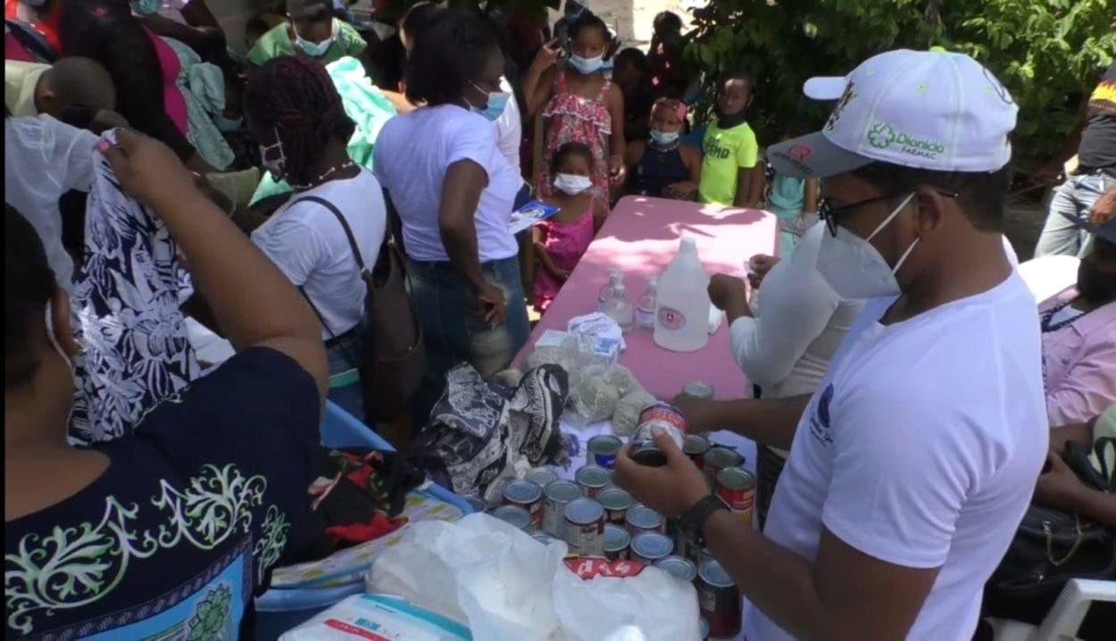 Fundación hace donaciones en Pedernales