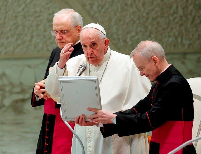 El papa admite errores en evangelización
