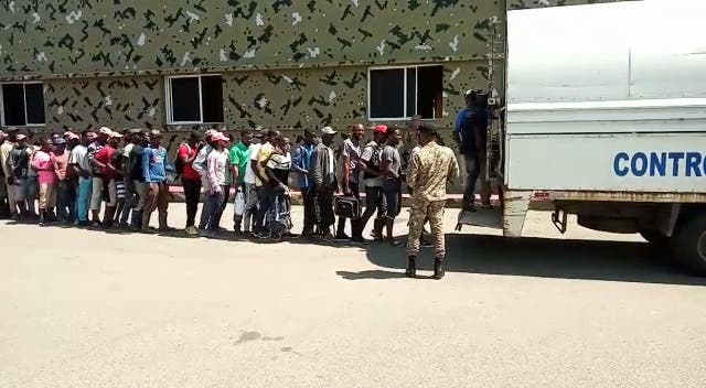Ejército devuelve más de 11 mil haitianos indocumentados