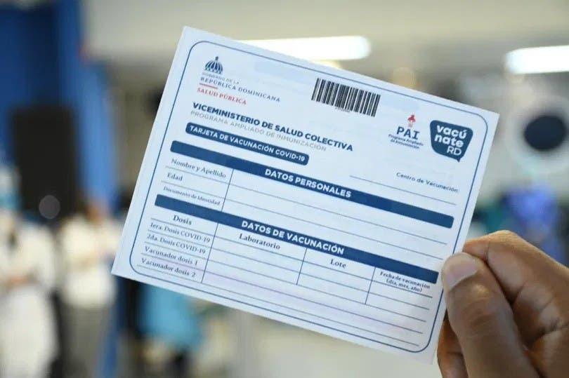 Suspenderían empleados no presenten tarjeta de vacuna