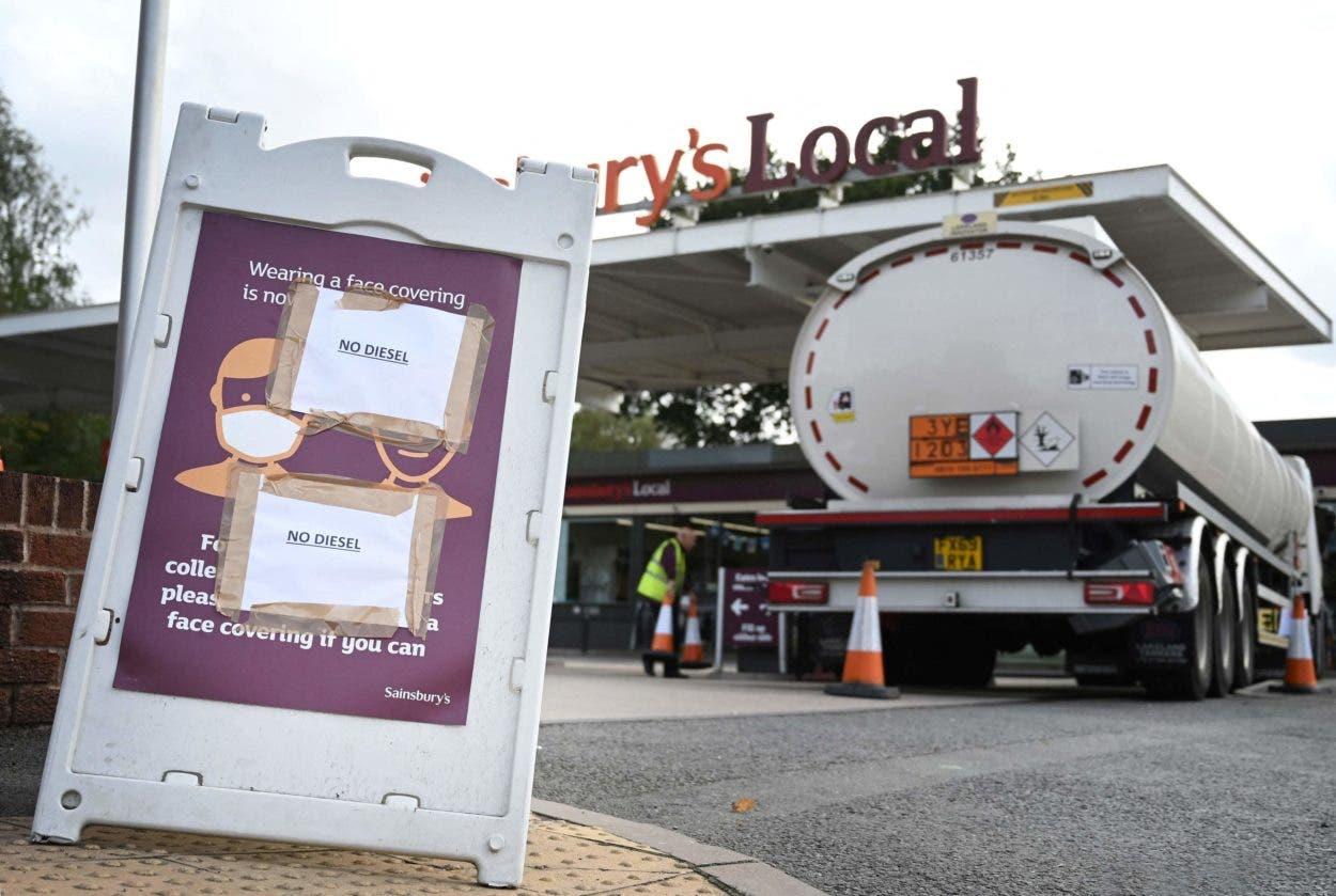 Militares empezarán el lunes a distribuir gasolina en Reino Unido
