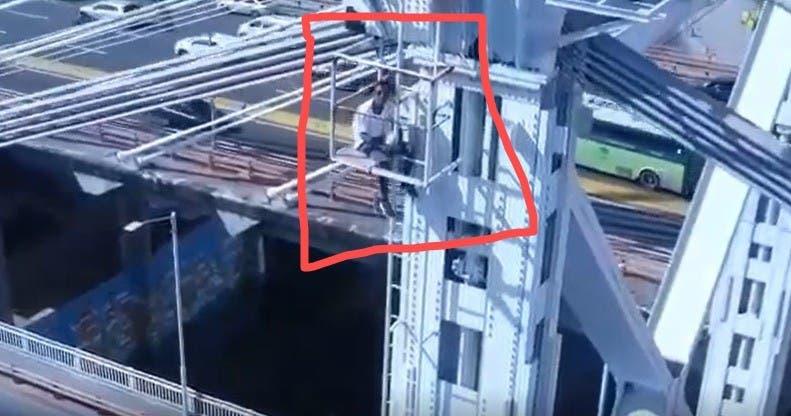 Hombre se sube a torre del puente Duarte y causa gran taponamiento