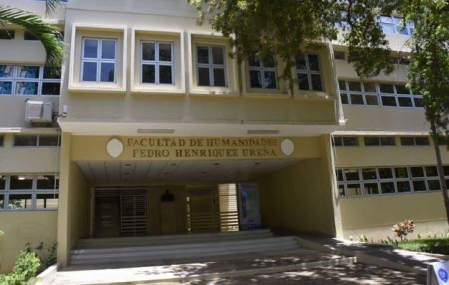 Escuela Letras UASD conmemora Día del Poeta