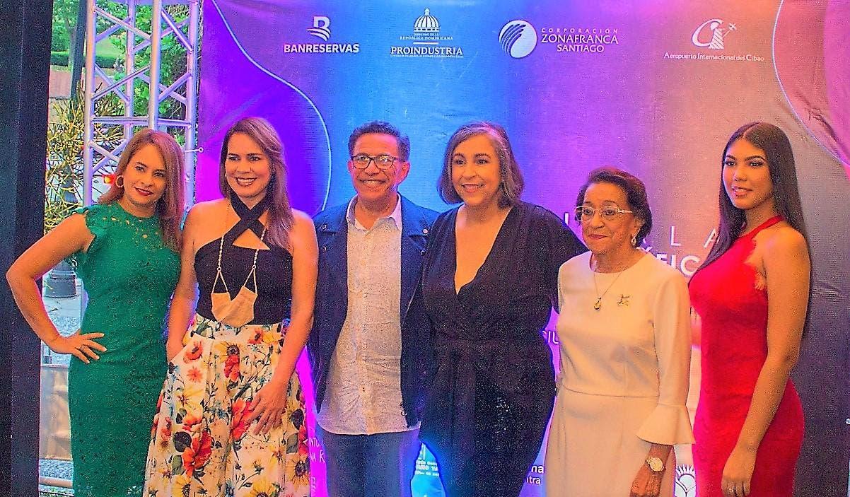 Gala benéfica presenta diseñadores, artistas y presentadores