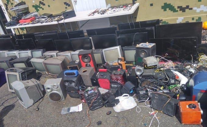 Incautan aparatos electrónicos en fortaleza de Salcedo
