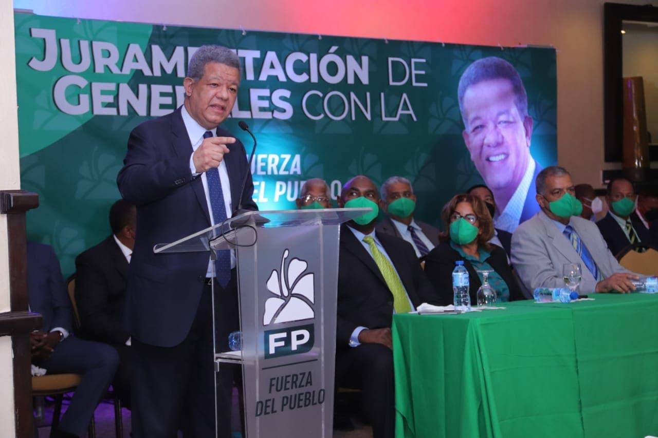 Leonel juramenta a 118 generales retirados en la FP