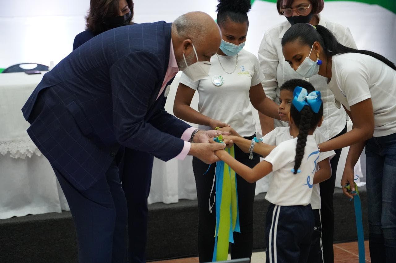 Minerd garantizará educación a los niños con parálisis cerebral