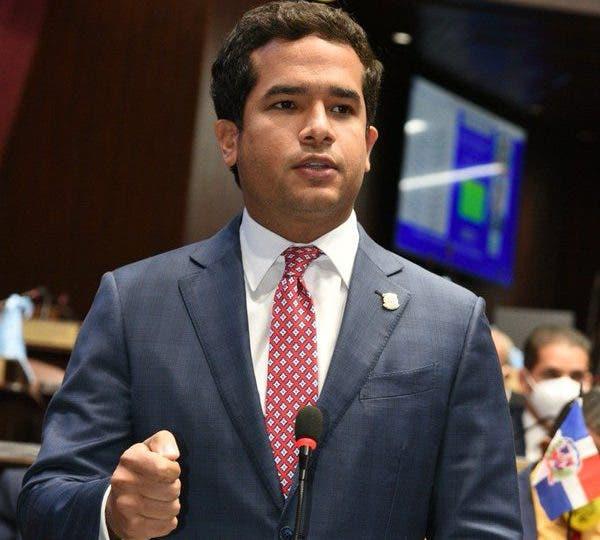 Omar Fernández sugiere al Gobierno usar excedente de RD$60 mil MM en 2022