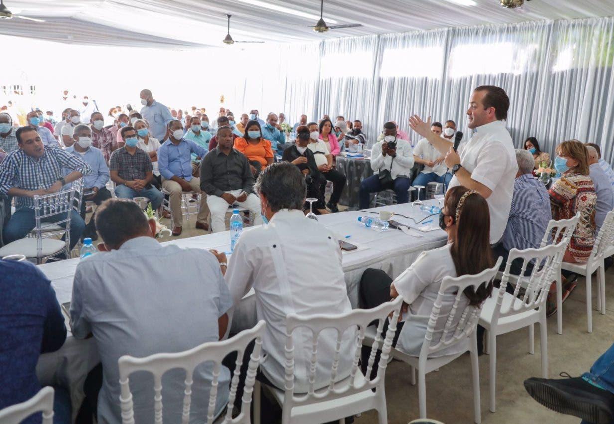 Paliza se reúne con dirección PRM en Sánchez Ramírez