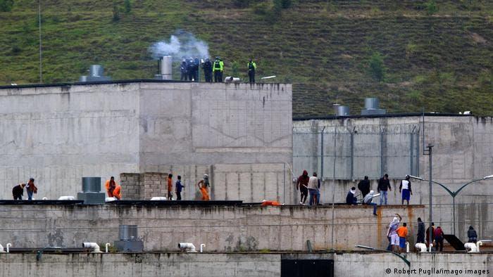 Ecuador militariza prisión tras muerte de 116 reclusos en motines