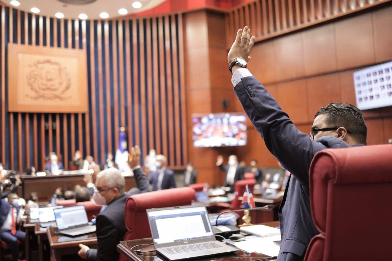 Senado aprueba en primera lectura proyecto que deroga privilegios