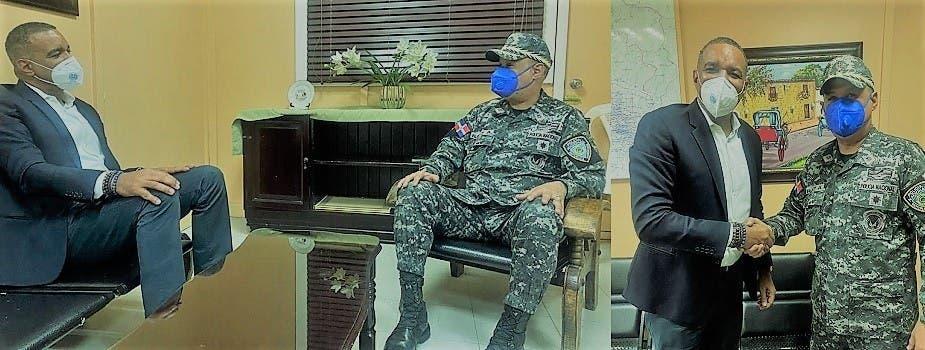 Senador Carlos Gómez visita comandante PN Cibao Central