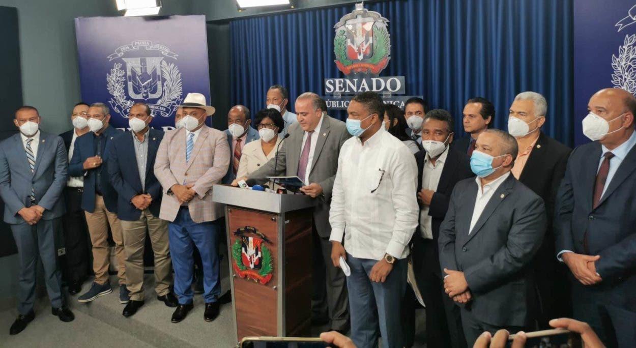 Senadores presentan iniciativa para evitar Gobierno introduzca reforma fiscal