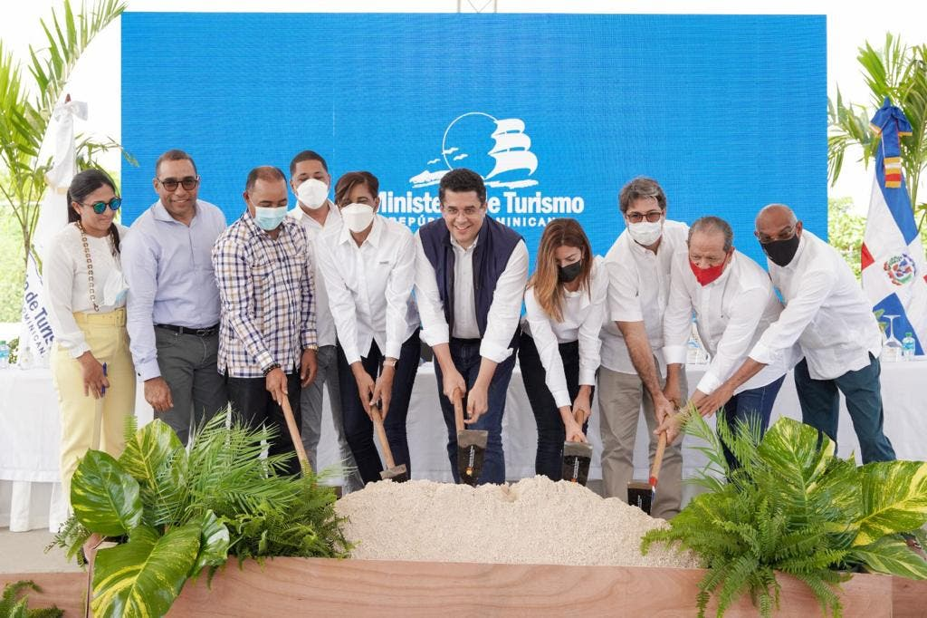 Turismo inicia trabajos reconstrucción acceso y remozamiento de playa Macao