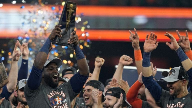 Vilipendiados por todos, Astros arrancan otra Serie Mundial