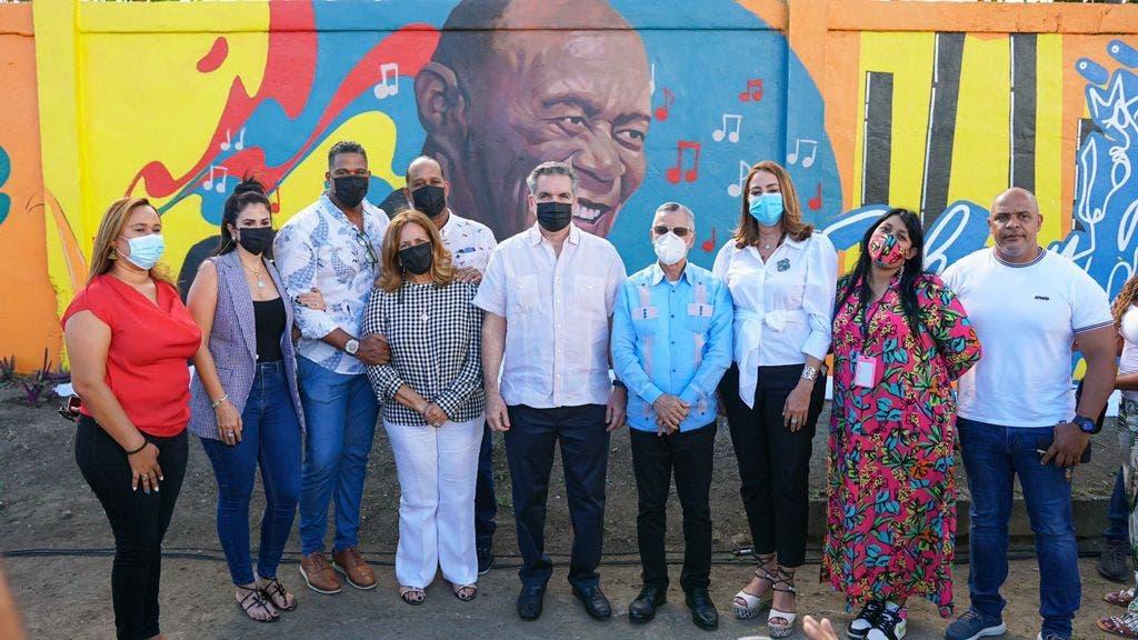 Desvelan mural en homenaje a Johnny Ventura