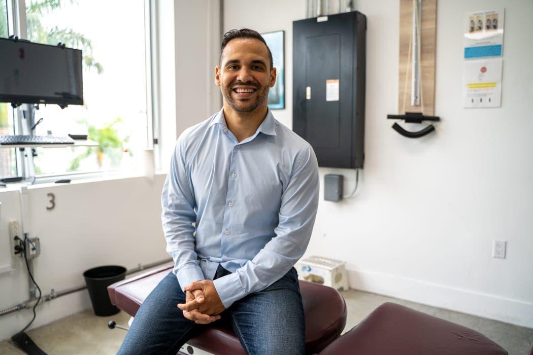 Alex Osorio especialista en cuidados integrales de bienestar y prevención