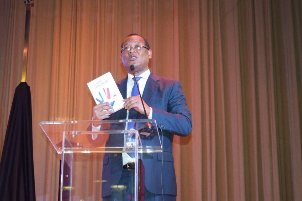 Juez RD dice presidente cede poder y no acumula