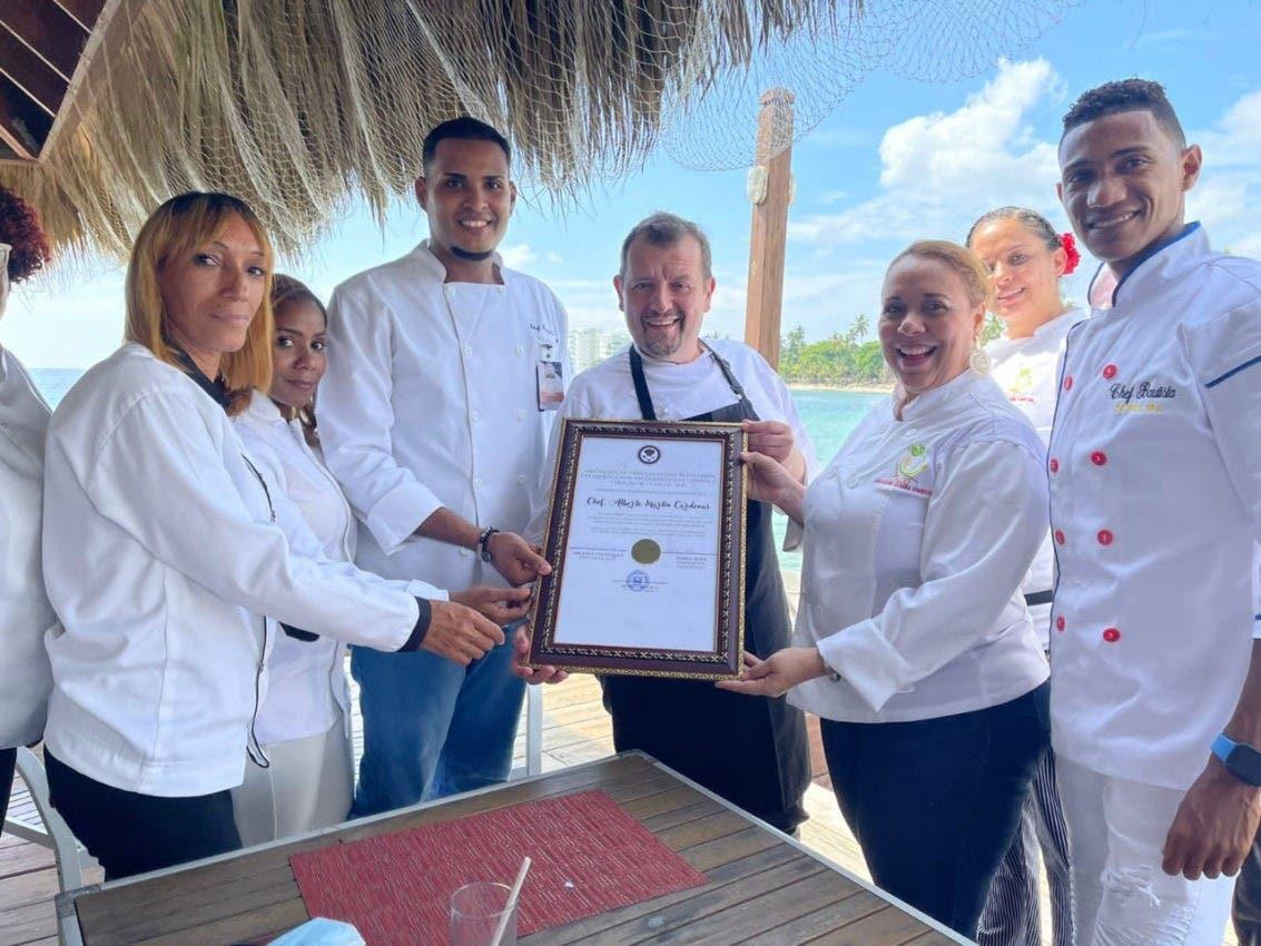 Asociación de chefs reconoce a Alberto Martin
